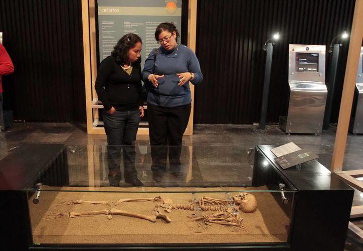 La exposición incluye fotos y cédulas explicativas. (Notimex)