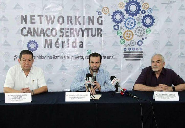 Imagen de la conferencia de prensa donde el dirigente de la Canacome dio a conocer el Networking Canaco. (Milenio Novedades)
