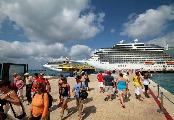 Los destinos Cozumel y Mahahual reciben decenas de cruceros en sus costas cada semana. (Redacción/SIPSE)