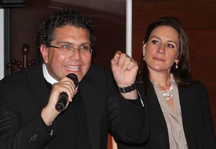 Ríos Piter asegura que no declinó a la candidatura del PRD por el gobierno de Guerrero, como lo afirmaron miembros de 'Los Chuchos'. (Notimex)