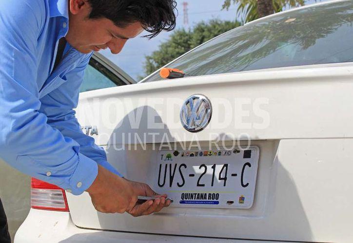 Ayer inició la entrega de placas vehiculares en Quintana Roo. (Jesús Tijerina/SIPSE)