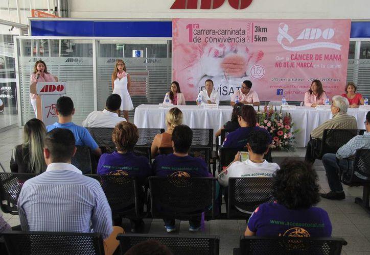 La empresa Autobuses del Oriente y la Fundación de Cáncer de Mama A.C. se unen en apoyo a las mujeres. (Consuelo Javier/SIPSE)