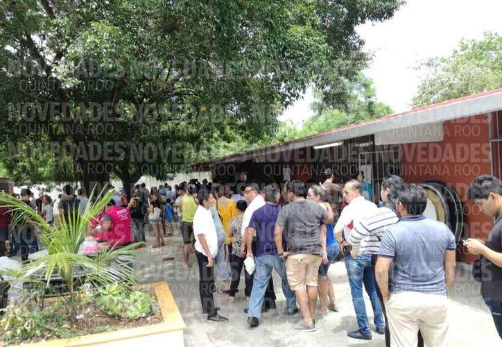 Se registran votaciones tranquilas en la sección 168, de la escuela Cuitláhuac. (Raúl Caballero/SIPSE.