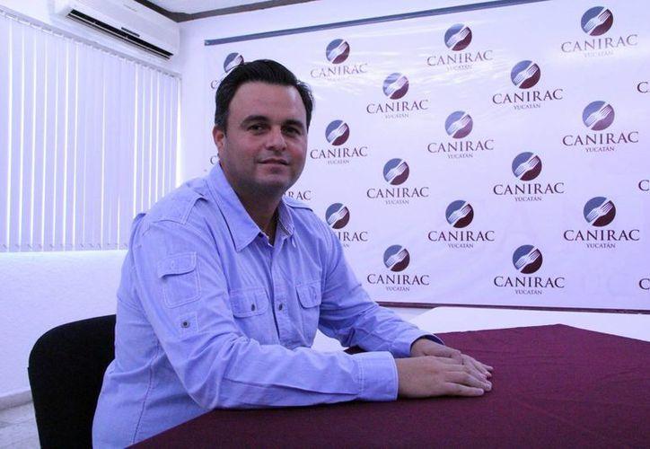 Álvaro Mimenza, presidente de la Canirac en Yucatán, dice que a causa del alto precio del limón han mermado las ganancias de los restaurantes. (José Acosta/SIPSE)