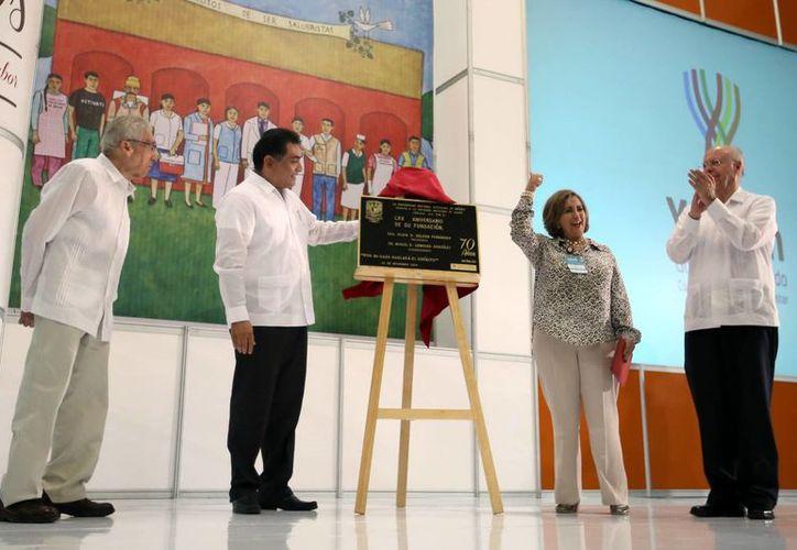 Se develó la placa de 70 años de la Sociedad Mexicana de Salud. (Milenio Novedades)