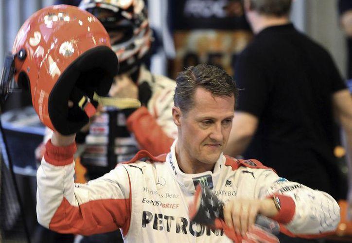 Schumacher sufrió graves lesiones en la cabeza cuando se cayó y golpeó con una roca mientras esquiaba con su hijo en los Alpes franceses. (Agencias)