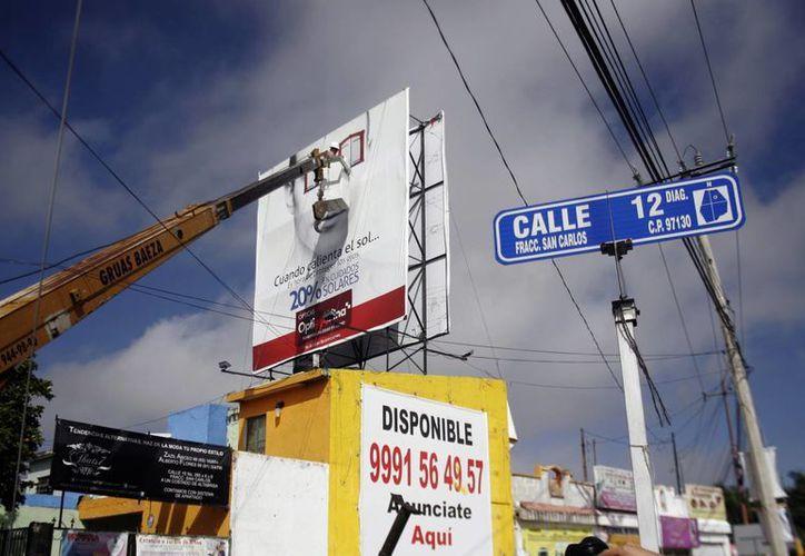 Se continuará con el operativo para retirar estructuras y vallas de anuncios publicitarios ilegales en la ciudad. (Milenio Novedades)