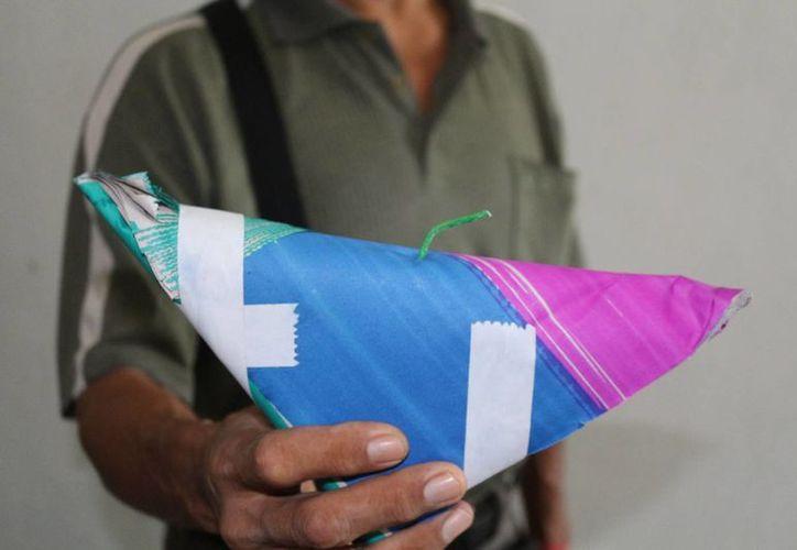 Productos como las 'palomas' pueden ser muy peligrosos si estallan en la mano de alguien. (Adrián Barreo/SIPSE)
