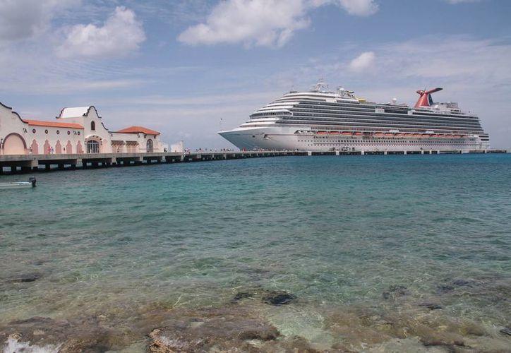 La empresa Carnival Cruise Lines invertirá 20 millones de pesos en la ampliación del muelle Puerta Maya.  (Julian Miranda/SIPSE)