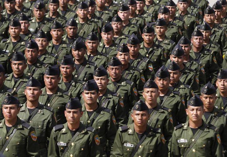 Cienfuegos llamó a los integrantes de los institutos castrenses a continuar mostrando firmeza en lo correcto con respeto a los derechos fundamentales. (Archivo/Notimex)