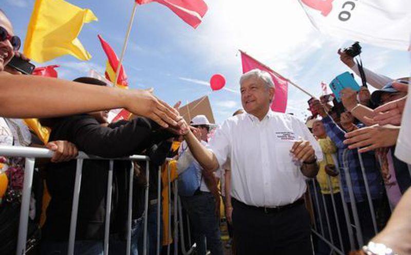 Andrés Manuel López Obrador, inicia su campaña en la Plaza Benito Juárez. (Omar Franco)