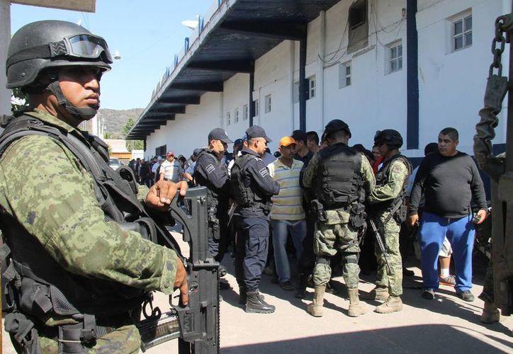 Desde este martes la Policía Federal se hizo cargo de la seguridad en Apatzingán, mientras agentes municipales fueron llevados a capacitación en Morelia. (Notimex/Foto de archivo)