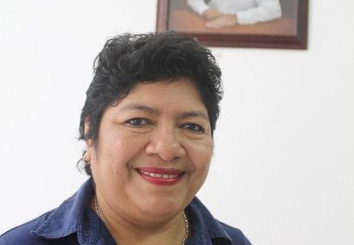 Blanca Estela Uch Mezo fue presentada al personal del DIF municipal. (Cortesía/SIPSE)