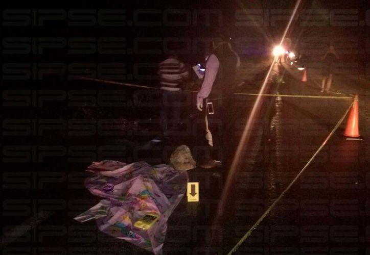 La volcadura fue provocada por el estallido de una de las llantas del vehículo.(Óscar Améndola/SIPSE)