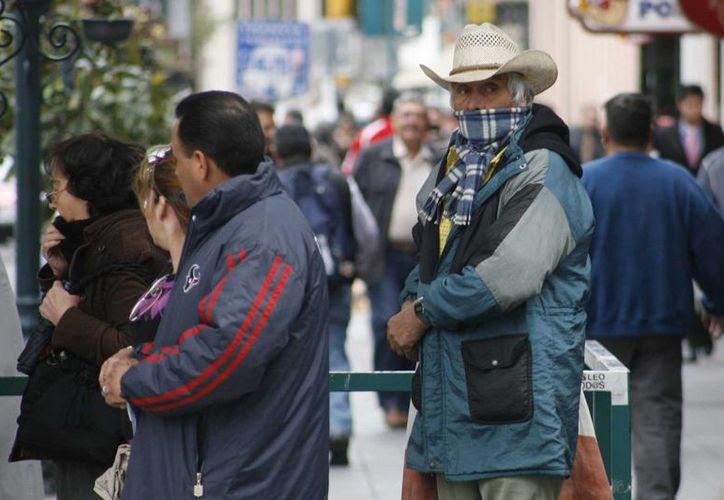 Se exhorta a la ciudadanía a no exponerse a cambios bruscos de temperatura. (Archivo/Notimex)