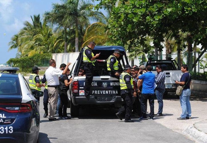 La policía logró detener a tres sujetos sospechosos. (Eric Galindo/SIPSE)