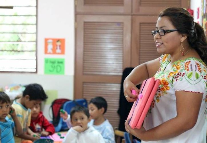 Con el libro para maestros 'Asignatura Maya' se busca reforzar la enseñanza de esta lengua en escuelas rurales. (Archivo/SIPSE)