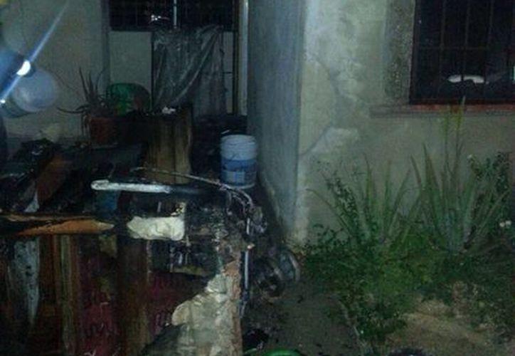 Vecinos avisaron al 066 del incendio de una vivienda de la cual rescataron a dos menores de edad. (Cortesía)