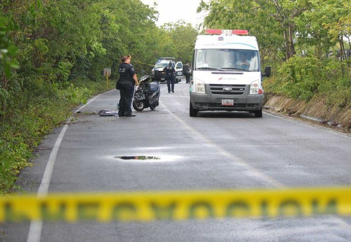El camino donde falleció la norteamericana fue cerrado a la circulación por más de una hora.  (Gustavo Villegas/SIPSE)