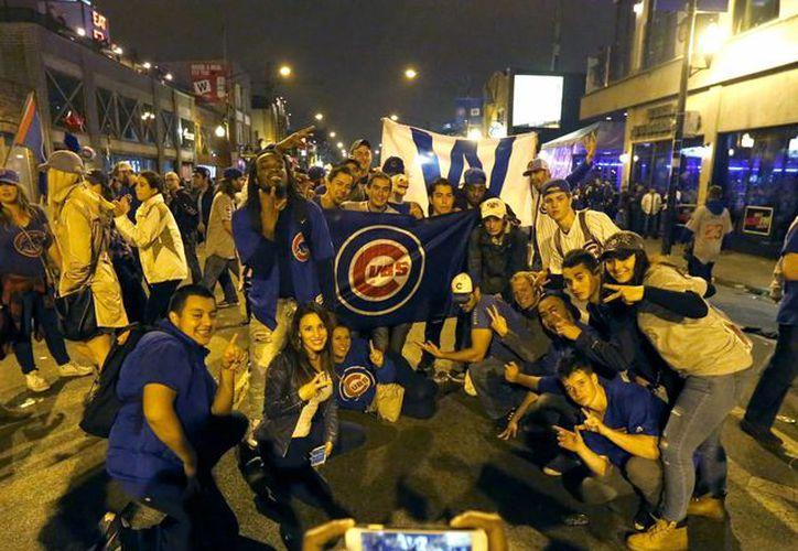 Fanáticos de Chicago Cubs celebraron 'hasta morir' el campeonato de la Serie Mundial. (AP)