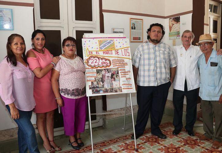 """El programa de prevención del suicidio """"Salvemos una vida"""" cumple 22 años de prestar servicios en Yucatán. En la imagen, colaboradores del programa. (Jorge Acosta/SIPSE)"""