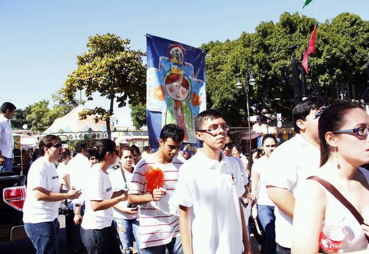 Muchachos del grupo Omega cumplieron su promesa a María. (Juan Albornoz/SIPSE)
