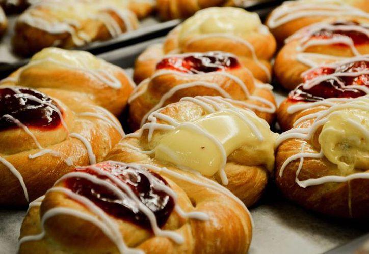 La Cofepris sancionó a la panadería de un supermercado de Chetumal por ofrecer productos ya caducados. (Facebook)