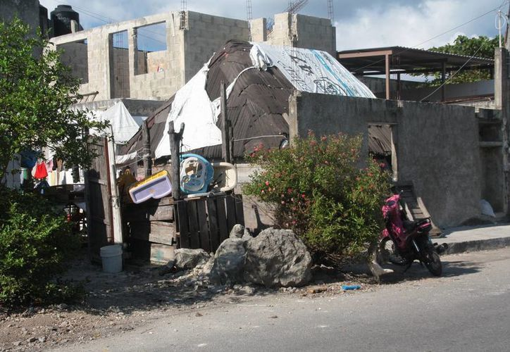Los habitantes de los hogares en mal estado fueron invitados a participar en el programa de mejoramiento de viviendas. (Julian Miranda/SIPSE)