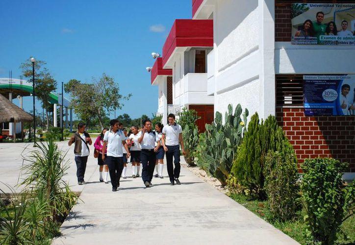 Los estudiantes ganadores son de planteles de Cancún. (Tomás Álvarez/SIPSE)