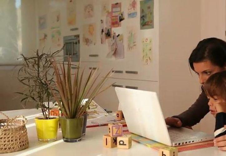 Los expertos recomiendan que se enseñe a los menores de edad a proteger sus datos personales en Internet. (elchupete.com)