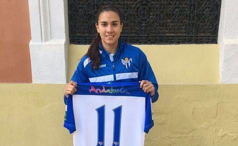 El pasado domingo, la mexicana Nayeli Rangel jugó su primer partido oficial con el Sporting Club Huelva de España.(Foto tomada de Facebook/Spoting Club Huelva)