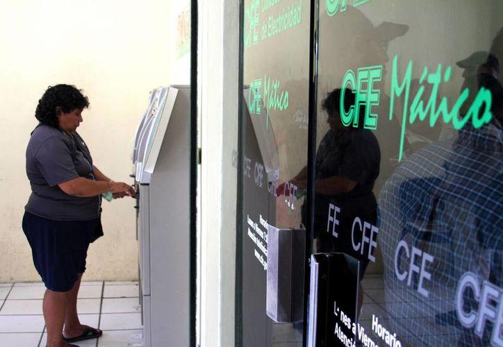 La CFE estima que la demanda de la energía eléctrica aumente 30 % durante este mes. (Octavio Martínez/SIPSE)