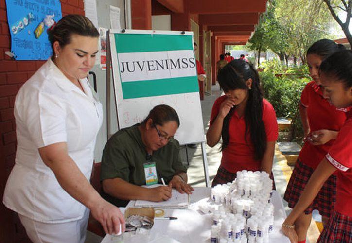 En el IMSS Yucatán, los jóvenes pueden solicitar, en el área de Trabajo Social de sus Unidades de Medicina Familiar que se les integre al programa JuvenIMSS. (Milenio Novedades)
