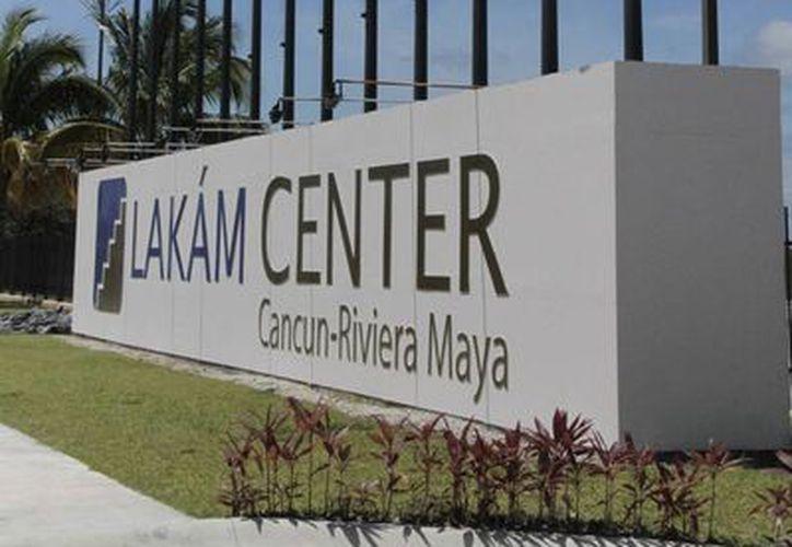 El recinto ferial primero recibió el nombre de CancunMesse, y posteriormente paso a Lakám Center de Cancún Riviera Maya. (Israel Lela/SIPSE)