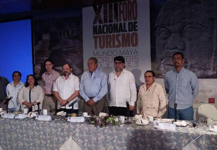 Participación de representantes del turismo de aventura en el XIII Foro Nacional de Turismo 2015. (Claudia Olavarría/SIPSE)