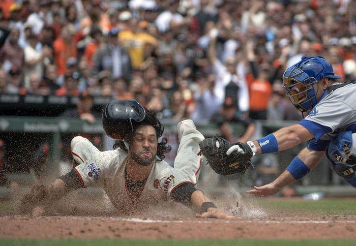 Angel Pagan, de Gigantes, anota en partido ganado a Dodgers. (Foto: AP)