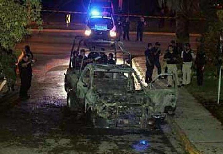Patrulla que se quemó en Nuevo León debido a un granadazo en 2010. (Agencias/Archivo)