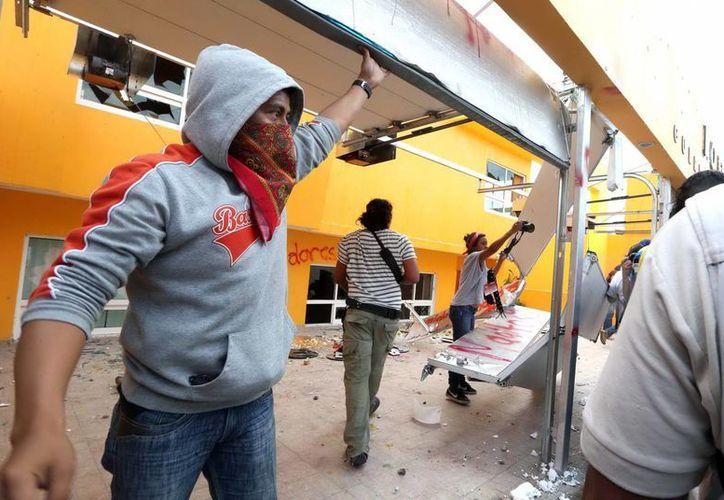 Los detenidos fueron enviados a otros estados para evitar más enfrentamientos en Guerrero. (Archivo/Notimex)