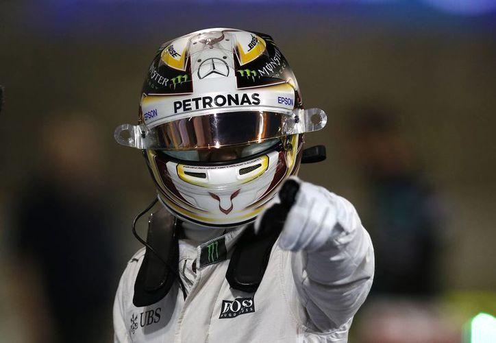 Lewis Hamilton batalla nuevamente con su coequipero por el liderato de la F1. (Foto: AP)