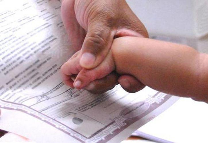 Empleados del Registro Civil diariamente se enfrentan a casos de padres que quieren registrar a sus hijos con nombres en otros idiomas o artistas de la televisión. (Milenio Digital)