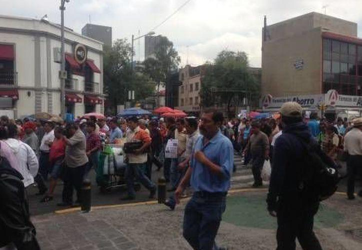 Más de 200 maestros de Veracruz se dieron cita en la Plaza de la República de ese estado. (Milenio)