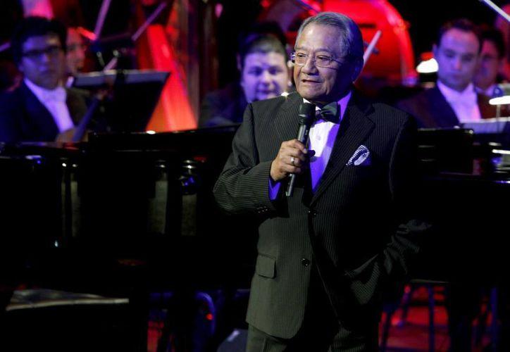 Los compositores yucatecos, Armando Manzanero y Aleks Syntek inauguraron una academia musical de la cual son la imagen comercial. (Milenio Novedades)