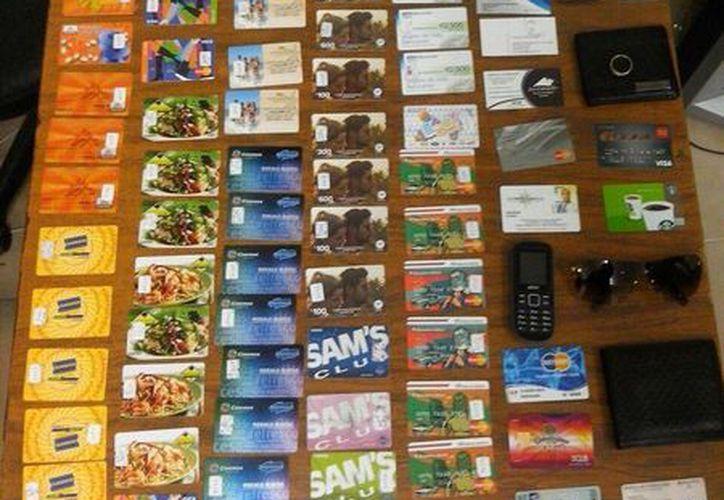 Al parecer las diferentes tarjetas departamentales pueden ser realmente tarjetas de crédito o débito. (Redacción/SIPSE)