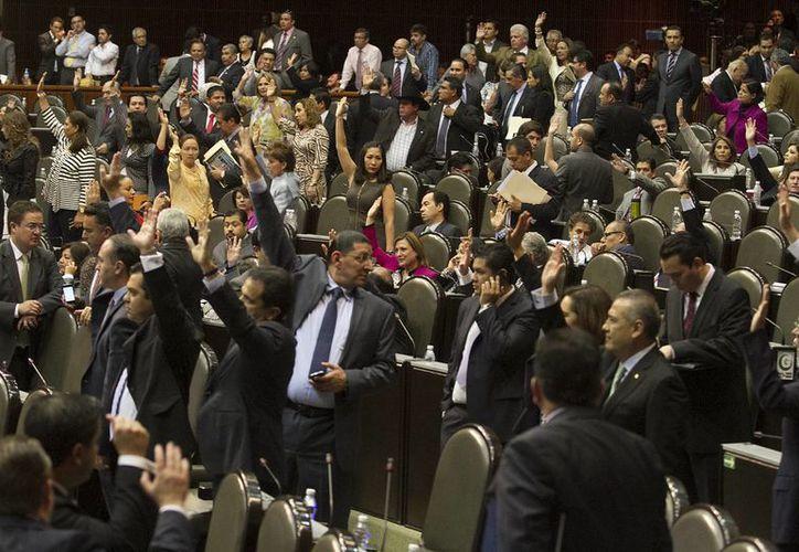 Los diputados aprobaron sanciones de hasta 20 años de inhabilitación a funcionarios corruptos. (Notimex)