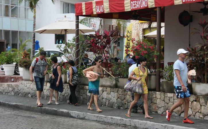En promedio los negocios atienden un 65% de los turistas. (Adrián Barreto/SIPSE)