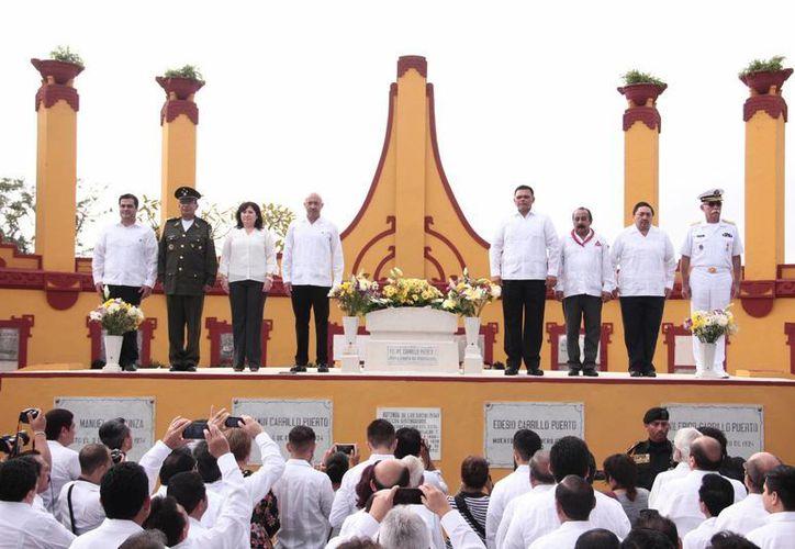 La ceremonia del XCIII Aniversario Luctuoso de Felipe Carrillo Puerto se realizó esta mañana en la Rotonda de los Hombres Ilustres del Cementerio General. (Jorge Acosta/Milenio Novedades)