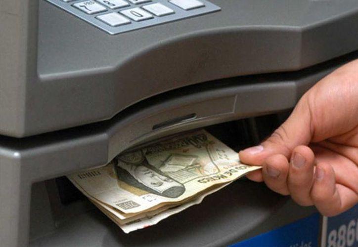Recomiendan revisar siempre los billetes que recibes, y si ves 'algo extraño' reportalo con tu banco. (Foto: Contexto/ Posta)