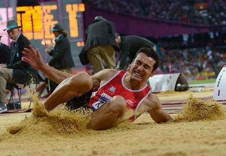 El saltador mexicano Luis Rivera padece actualmente molestias en un tobillo, pero aún así ganó una medalla en Mónaco. (twitter.com/CONADE)