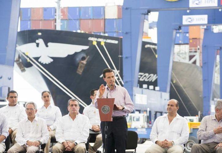 Las obras anunciadas por Peña Nieto para el puerto michoacano de Lázaro Cárdenas buscan consolidar las operaciones en la ruta. (Presidencia)