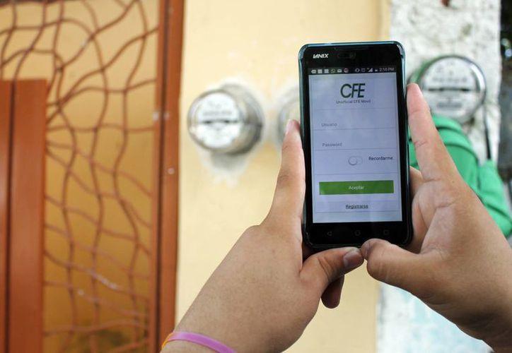 Descargar la aplicación de la CFE no tiene costo alguno. (Yajahira Valtierra/SIPSE)